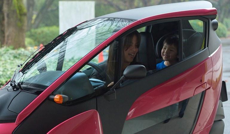 Toyota inicia testes com i-Road de dois lugares no Japão