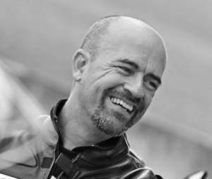 Geraldo Tite Simões é jornalista e instrutor de pilotagem dos cursos SpeedMaster e ABTRANS
